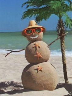 Tropical Beach Sand Snowman ~ wouldn't that b a Sandman? Beach Christmas, Coastal Christmas, Christmas In July, Christmas Snowman, Tropical Christmas, Christmas Florida, Merry Christmas, Holiday Beach, Florida Holiday