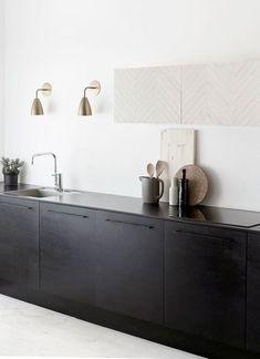 dunkle Küchenzeile