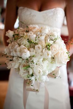 BEAUTIFUL creamy white and blush bouquet ~ photography http://hoguephoto.com, floral design by http://mindyrice.com