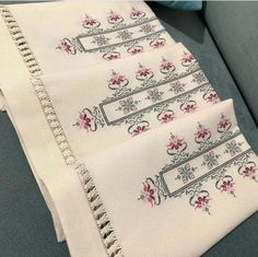 Embroidery Stitches, Hand Embroidery, Bargello, Cross Stitch Patterns, Diy And Crafts, Bullet Journal, Quilts, Cross Stitch Embroidery, Hand Crafts