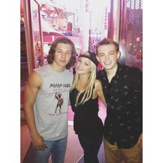 Dylan Riley Snyder Olivia holt Leo Howard