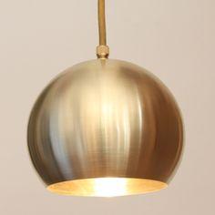 Kleine Kugelleuchte aus Kupfer, Messing oder Aluminium *Kugelleuchte BOWL, Ausführung geschliffenes Messing