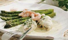 Rødspættefileter med asparges og rejer Fish And Seafood, Vegetables, Veggies, Vegetable Recipes