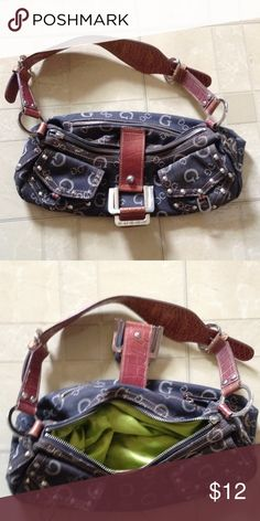 Guess purse Cute and funky Guess purse. Guess Bags Shoulder Bags