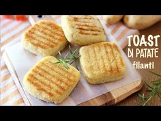 I toast di patate in padella sono un piatto molto goloso e facile da preparare, perfetti da servire come aperitivo,... Raw Food Recipes, Italian Recipes, Cooking Recipes, Tasty, Yummy Food, Savoury Dishes, Gelato, Cooking Time, Street Food
