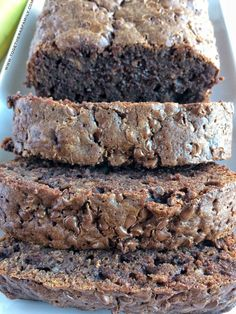 Brownie Banana Bread starts with a brownie mix and is so moist and will cure any chocolate craving! Only 5 ingredients! Cake Mix Banana Bread, Banana Bread Brownies, Cinnamon Banana Bread, Banana Bread Muffins, Easy Banana Bread, Chocolate Chip Banana Bread, Bread Cake, Quick Bread, Cinnamon Rolls