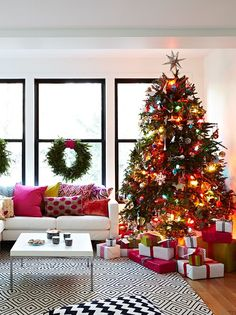 Designer Jennifer Worts livened up her mod, white and black patterned living room and dressed her tree with colorful lights, matching the cheery demeanor of the patterned pillows. Christmas Tree With Coloured Lights, Christmas Lights Outside, Hanging Christmas Lights, Colorful Christmas Tree, Outdoor Christmas Decorations, Christmas Colors, Beautiful Christmas, Merry Christmas, Christmas Home
