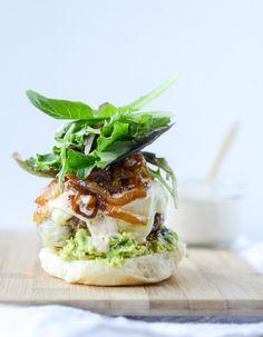 Ziegenkäse guac Burger I howsweeteats.com