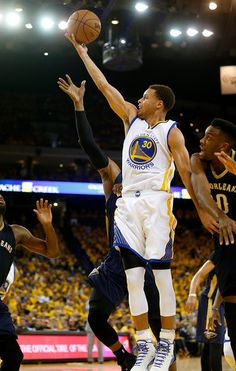 Golden State Warriors  Stephen Curry (30) takes a shot against b52bf481a9a
