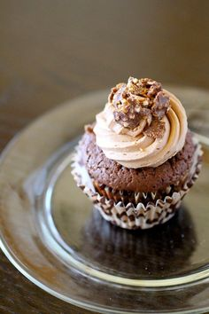 Ferrero Rocher Cupcakes with Nutella Buttercream #cupcake #recipe