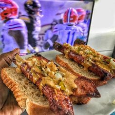 I repeat there is nothing like @unclejohnspride in the oven with bell pepper and onion. Those crispy edges and this spicy mustard sauce I'm working on for the #ChilauSauce brand! DELICIOUS!!! 🙌🏾😋 #smokedsausage #unclejohnspride #footballfood #OutbackBowl #Foodie #sandwich #homegating #tailgating #spicymustard