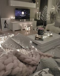 Beautiful And Cozy Living Room Design Ideas To Copy. Here are the And Cozy Living Room Design Ideas To Copy. This post about And Cozy Living Room Design Ideas To Copy was posted under the Living Room category by our team at September 2019 at pm. Winter Living Room, Living Room Decor Cozy, Living Room Interior, Home Theater Design, Apartment Living, Apartment Ideas, Cozy Apartment, Living Room Designs, House Design
