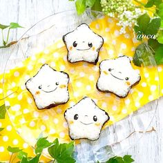Stars Onigiri. Too cute!                                                                                                                                                     More