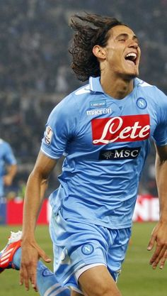 Cavani. #ilovenapoli Edison Cavani, Psg, Attractive Men, Football Players, Soccer, Sporty, Dark Souls, Crushes, Futbol