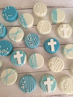 ideas for baby boy baptism desserts first communion Baptism Cake Pops, Baptism Cookies, Boy Baptism Cakes, Christening Cupcakes Boy, Baptismal Cakes, Baptism Party Decorations, First Communion Decorations, Boy Baptism Centerpieces, Communion Centerpieces