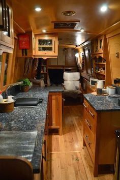 Narrowboat Mervyn - Lovely wooden floor & country kitchen style with solid work surfaces. Narrowboat Kitchen, Narrowboat Interiors, Canal Boat Interior, Floating House, Tiny House Movement, Herd, Rustic Design, Country Kitchen, Small Spaces