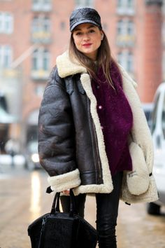 What Wear - An oversized bomber shearling jacket is instant street style photographer bait. The Urban Spotter Girly Outfits, Casual Outfits, Fashion Outfits, Trendy Fashion, Winter Fashion, Shearling Jacket, Leather Jacket, Street Style 2014, Poncho Coat