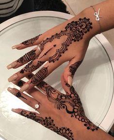 18 Ideas Bridal Henna Mehndi Ideas For 2019 Henna Hand Designs, Pretty Henna Designs, Henna Tattoo Designs Simple, Beginner Henna Designs, Mehndi Designs For Hands, Henna Tattoo Hand, Diy Tattoo, Henna Mehndi, Hand Tattoos