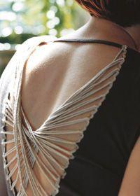 Vous vous êtes, déjà comme moi, retrouvé devant votre dressing, en vous demandant: «Que vais- je pouvoir me mettre?», alors que votre armoire est remplie!!! Pourquoi, au lieu de jeter ou de vendre vos anciennes fringues, transformez ou customisez ceux que vous avezpouravoir unesingulièregarde-robe. Voici mes petites perles du net sur: « comment transformer un …