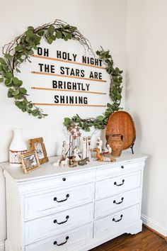 Breakfast Nook - Christmas Home Tour 2020 - Farmhouse Living - Big Letter Board DIY - Christmas Garland - Bead Chandelier - Christmas Decor - Modern Farmhouse