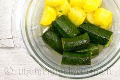 Le verdure possono essere lessate oppure, per velocizzare i tempi, cotte nel microonde per circa 9-10 minuti come indicato in dettaglio nella ricetta.