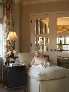 LUCY WILLIAMS INTERIOR DESIGN BLOG: Love the Mirrored Doors!!!