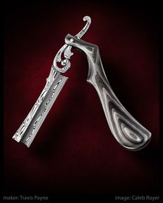 Sweeney Todd's blade he used during the play. It is his most beloved item and it is an important prop. Straight Razor Shaving Kit, Shaving Razor, Wet Shaving, Cool Knives, Knives And Swords, Custom Straight Razors, Sweeney Todd, Knife Art, Custom Knives