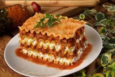 Recipes of Lasagna - A classic Italian comfort food, lasagna is one of the baked pasta dish deserv. Cannoli, Lasagne Bolognese, Italian Lasagna, Italian Pasta, Lasagne Recipes, Popular Recipes, Popular Food, Italian Recipes, Italian Dinners