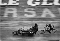 Motor paced racing: The Pacer rides a motorized 'derny' and the Stayer ...