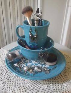 Cool Turquoise Room Decor Ideas - Jewelry Make Up Holder With Dinnerware - Fun Aqua Decorating Looks and Color for Teen Bedroom, Bathroom, Accent Walls and Home Decor - Fun Crafts and Wall Art for Your Room http://diyprojectsforteens.com/turquoise-room-decor-ideas
