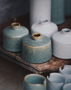 Inkwells in their fired and freshly thrown state, swipe to see the latter. Alongside being a favourite form of mine to made, they also… Glass Ceramic, Ceramic Clay, Pottery Vase, Ceramic Pottery, Earthenware, Stoneware, Keramik Design, Sculptures Céramiques, Pottery Designs