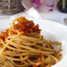 Spaghetti con mollica di pane e pomodori secchi - Mammachechef