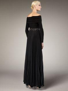 What a beautiful, classy dress!