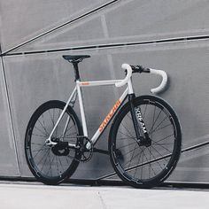 """hizokucycles: """" from - """"Raw is the new. Fixed Bike, Fixed Gear, Motorcycle Battery, Bicycle Types, Track Cycling, Bike Style, Bike Art, Cool Bicycles, Bike Life"""