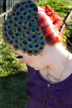 Fascinator made of peacock feathers Peacock Colors, Peacock Design, Peacock Feathers, Peacock Hair, Peacock Blue, Peacock Costume, Peacock Jewelry, China Dolls, Peacock Wedding