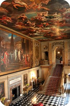 Chatsworth House is a stately home in Derbyshire, England. It is the seat of the Duke of Devonshire and has been the home to the Cavenish family since Sightseeing London, Beautiful Homes, Beautiful Places, Brighton, Chatsworth House, Le Palais, Grand Homes, Grand Staircase, Architecture Old