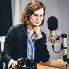 Christine and the Queens on interview with Zane Lowe. Beats1