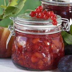Herukka-persikkahillo, resepti – Ruoka.fi My Favorite Food, Favorite Recipes, My Favorite Things, Preserves, Food And Drink, Jar, Baking, Drinks, Texture