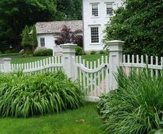 Custom Chestnut Hill Picket Fence with Scalloped Walk Gate Garden Gates And Fencing, Fence Gate, Front Yard Fence, Front Yard Landscaping, Fence Options, Fence Ideas, Yard Ideas, Walpole Outdoors, Metal Fence