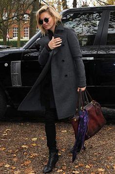 セレブカジュアルドットコム ケイト・モス(Kate Moss)・ヴィヴィアン・ウエストウッド(Vivienne Westwood)ジュエリーワンピースでDazed and Confused (デイズド・アンド・コンフューズド)のイベントへ!Alexander McQueen(アレキサンダー・マックィーン)スカーフ!・最新私服ファッション画像・ケイト・モス