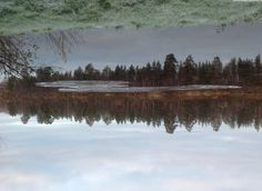 River Ivalo is starting to freeze | Saariselkä,  #saariselka #saariselkabooking #ivalojoki #astueramaahan #stepintothewilderness #ivalojoki