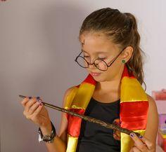 Fantasia do Harry Potter para meninas!  #harrypotter #diyharrypotter #artesanato #diyforkids #crianças #arteparacrianças #fantasiasparacrianças #fantasiacomtutu Fantasia de carnaval para crianças.