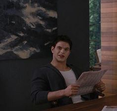 ImageFind images and videos on We Heart It - the app to get lost in what you love. Rosalie Cullen, Rosalie Hale, The Cullen, Emmett Twilight, Twilight Movie, Twilight Saga, Face Lines, Kellan Lutz, Sofia Carson