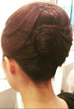 Roll Hairstyle, Hair Dos, Rolled Hair, Japan, Earrings, Beautiful, Fashion, Up Dos, Coiled Hair