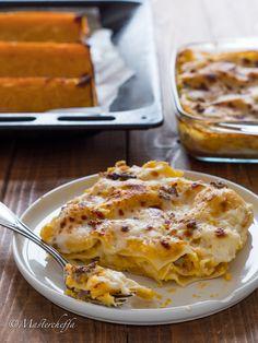 Cremose, filanti e piene di gusto, le lasagne zucca, salsiccia e mozzarella conquistano sempre grandi e piccini! Crepes, Best Italian Recipes, Favorite Recipes, Mozzarella, Tasty, Yummy Food, Gnocchi, I Foods, Lasagna