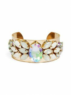 pair this cuff with slimmer bangles, or wear it on its own for a simple statement!