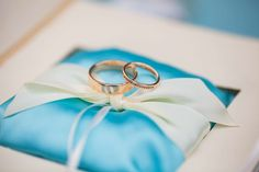 Подушки для колец на свадьбу: фото подушечек для колец - Невеста.info Ring Pillows, Napkin Rings, Napkins, Tableware, Decor, Dinnerware, Decoration, Ring Pillow, Dishes