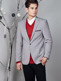 Exquisite styling from the Bolf collection in Xmas edition. The blazer chinos, grey blazer and white shirt create a very subtle, yet elegant outfit. The whole is nicely lightened up by a classic V-neck jumper in a holiday red colour.