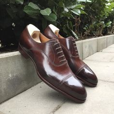 New shoes from Saint Crispin's. Model 522C in dark brown crust leather. #skoaktiebolaget #saintcrispins #dressshoes #oxford #leather #menswear #mensshoes #shoes #shoeporn #darkbrown #handwelted #handmade #madeinromania #522C #CRU609 #style #crust #woodpeggedwaist #shoeinspiration #mto by gabrieloberg