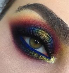 Midnight blue smokey eye - Makeup Looks Yellow Makeup Goals, Makeup Inspo, Makeup Art, Makeup Inspiration, Face Makeup, Makeup Ideas, Makeup Hacks, Blue Smokey Eye, Make Up Looks